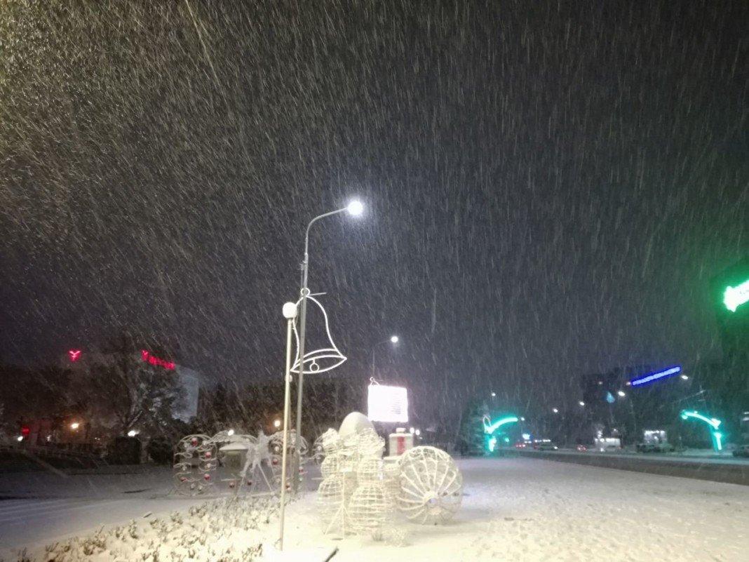 На 225 улицах Шымкента убирают выпавший за ночь снег, фото-4, Фото: Шуддин Саидов Otyrar TV
