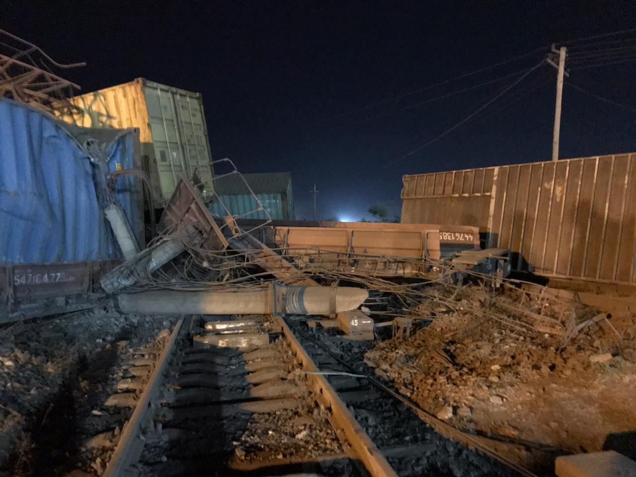 Сход 13 вагонов с опрокидыванием произошел в Шымкенте. Пострадавших нет, фото-1, Пресс-служба МЧС РК