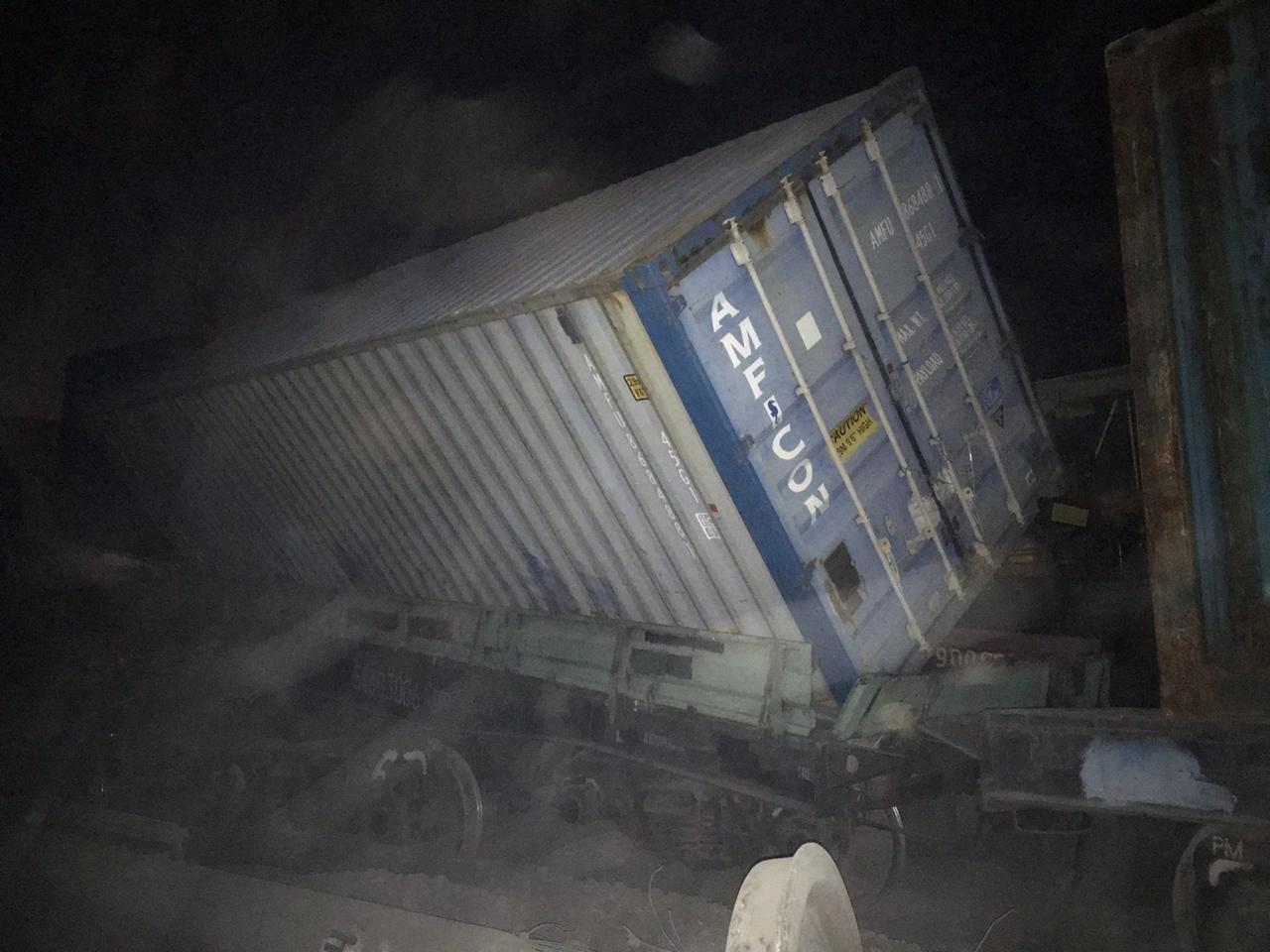 Сход 13 вагонов с опрокидыванием произошел в Шымкенте. Пострадавших нет, фото-2, Пресс-служба МЧС РК