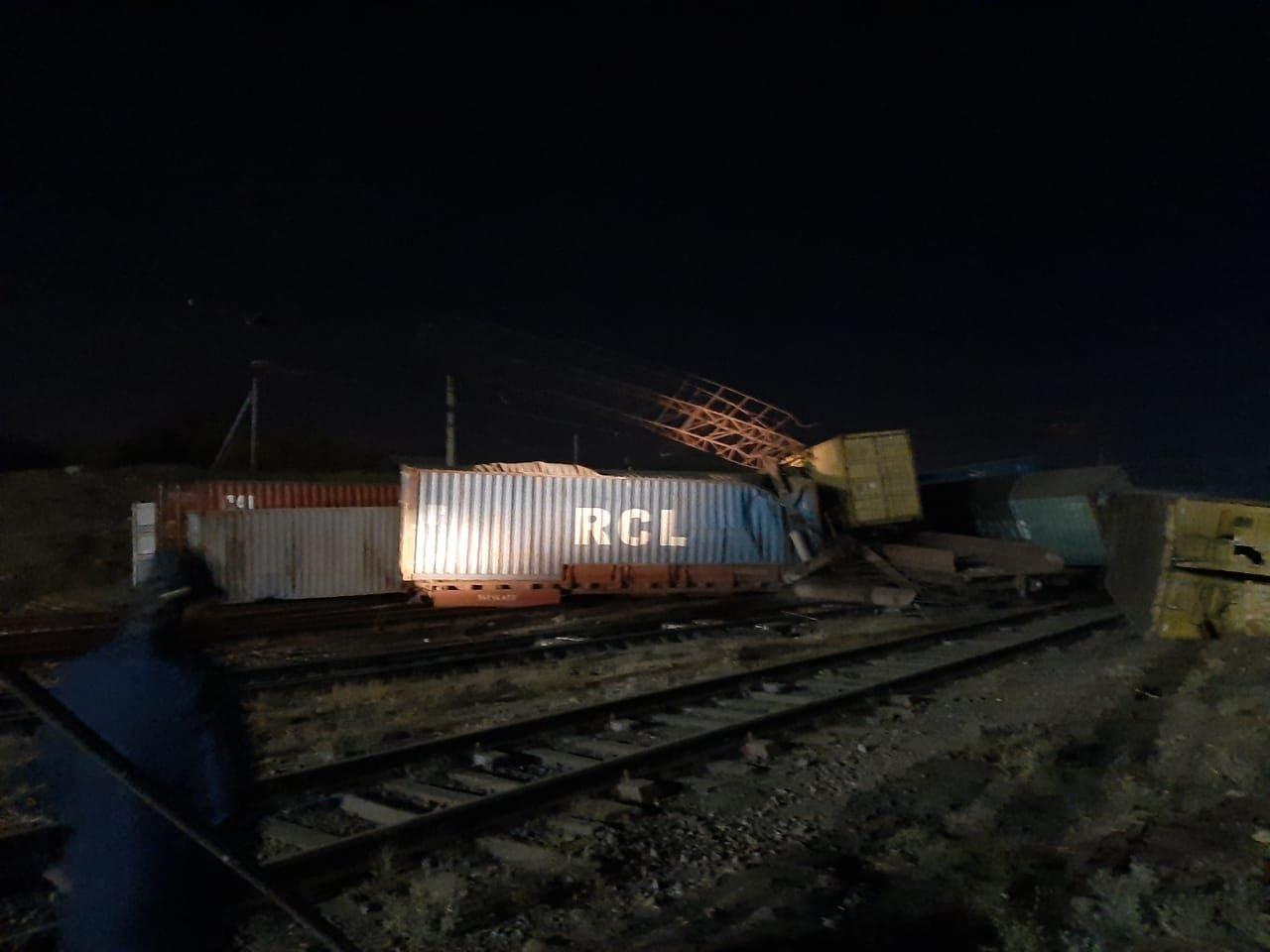 Сход 13 вагонов с опрокидыванием произошел в Шымкенте. Пострадавших нет, фото-3, Пресс-служба МЧС РК